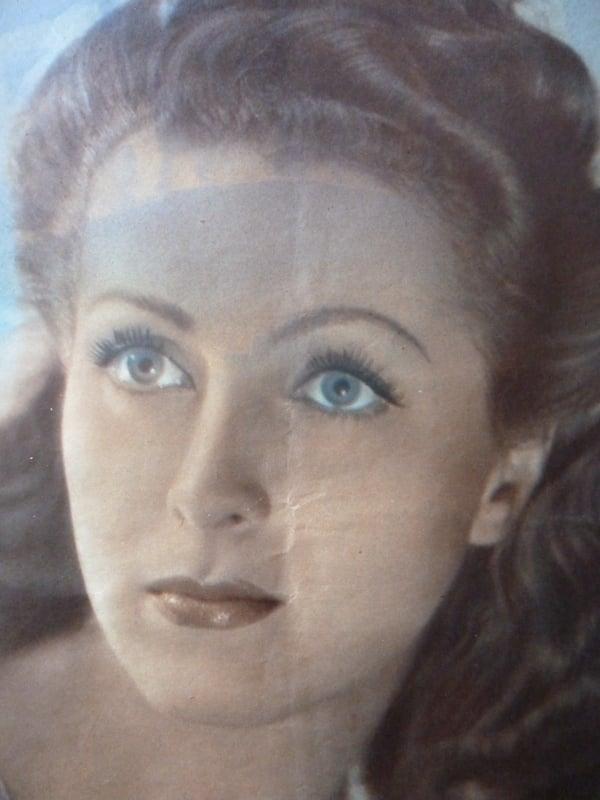 Danièle Darrieux (Cinémonde - Pâques 1940)