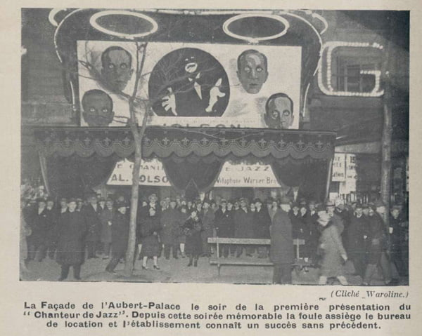 la façade du cinéma Aubert-Palace pour le film Le Chanteur de Jazz