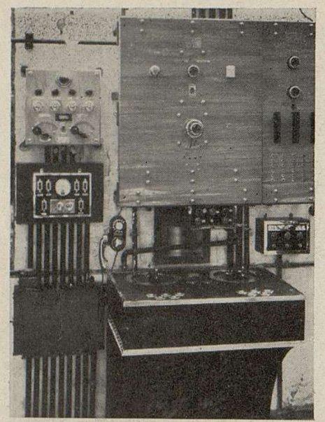Poste de commande du chef de cabine du Gaumont-Palace (Cinémagazine novembre 1931)