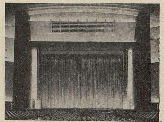 Le cadre de scène du Gaumont-Palace