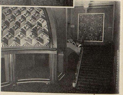 un escalier de l'Olympia (Cinémagazine 1930)