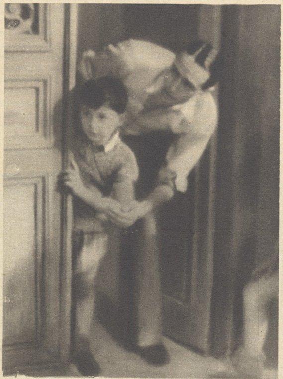 René Clair, au travail, dirige un acteur docile (Pour Vous 1932)