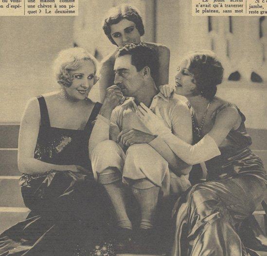 Buster Keaton, entouré de trois dangereuses vamps, Gwen Lee, Mary Doran, Catherine Moylan (Pour Vous 1930)